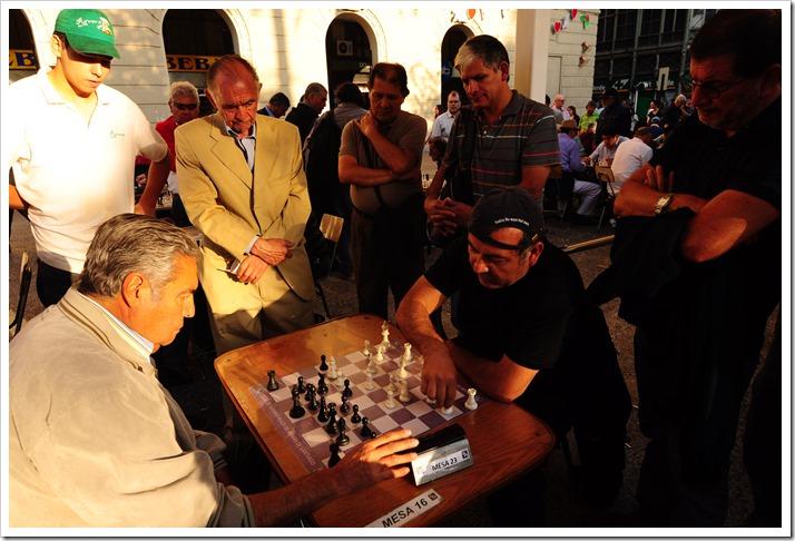 Social chess scene in the streets of Santiago
